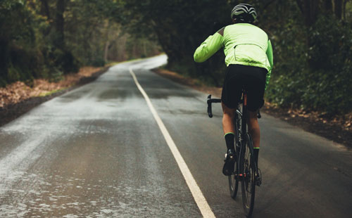 Rouler sous la pluie : nos conseils | Stimium